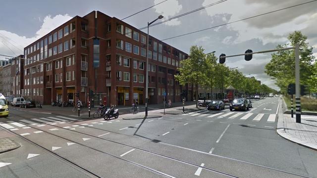 Scooterrijder vlucht te voet van Weesperzijde na achtervolging politie