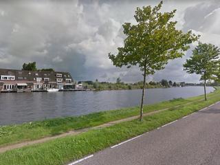 Vier voorbijgangers redden vrouw uit water
