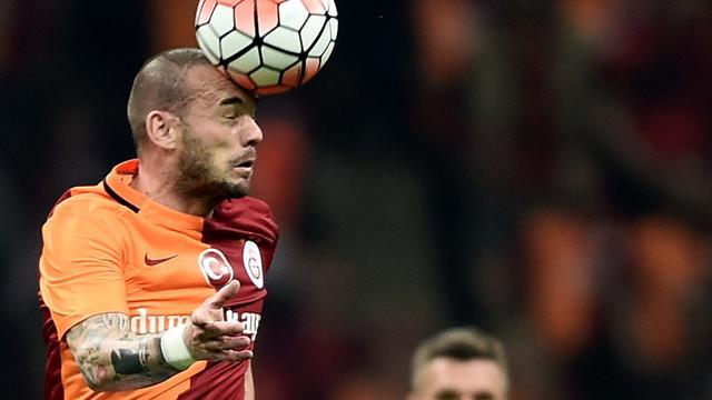 Sneijder en De Jong verliezen van koploper met Galatasaray
