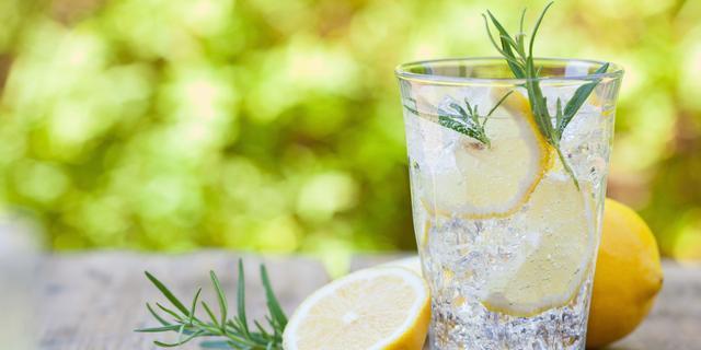 Hoe (on)gezond is het drinken van citroenwater op de nuchtere maag?
