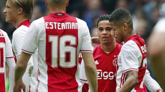 Ajax houdt titelkansen levend en verzekert zich van tweede plek