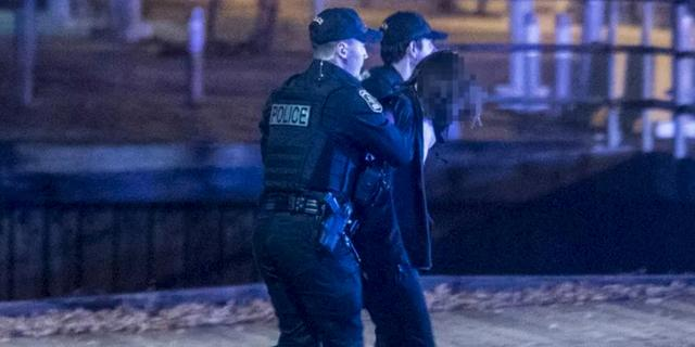 Man in 'middeleeuwse kleding' steekt twee mensen dood in Quebec