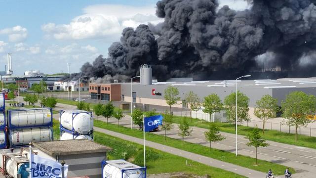 Recyclingbedrijf biedt excuses aan voor brand in Moerdijk