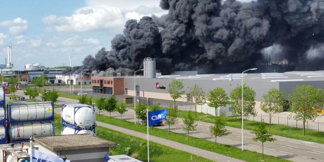 Opnieuw rookwolken boven Breda door brand Moerdijk