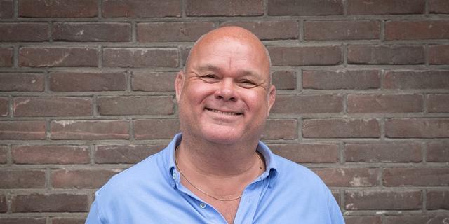 Paul de Leeuw trekt zich opeens terug als presentator songfestivaltalkshow