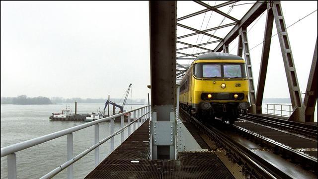 Moerdijkspoorbrug na werkzaamheden zaterdag weer open