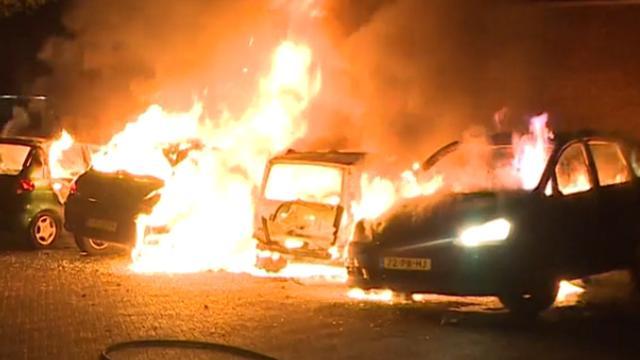 Man aangehouden voor autobranden in Ede