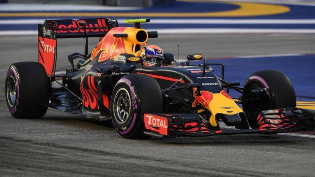 Verstappen komt niet verder dan plek zes in door Rosberg gewonnen race