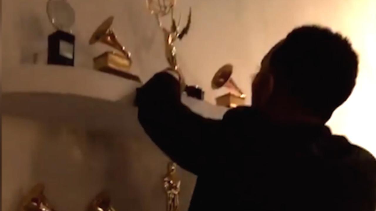 John Legend zet gewonnen Emmy in prijzenkast