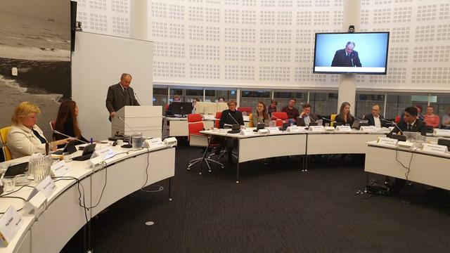 Gemeenten stellen commissie- en raadsvergaderingen uit