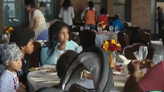 Daklozen in Indianapolis krijgen diner van afgelaste bruiloft