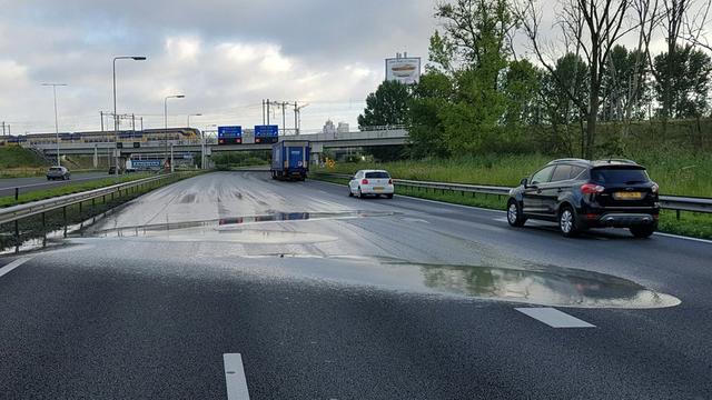 A2 naar A10 afgesloten door wegverzakking