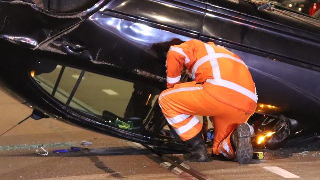 Automobilist richt ravage aan bij ongeluk in Scheveningen