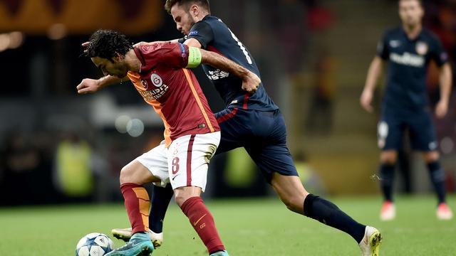 De Jong en Sneijder lijden pijnlijke nederlaag in Turks bekertoernooi