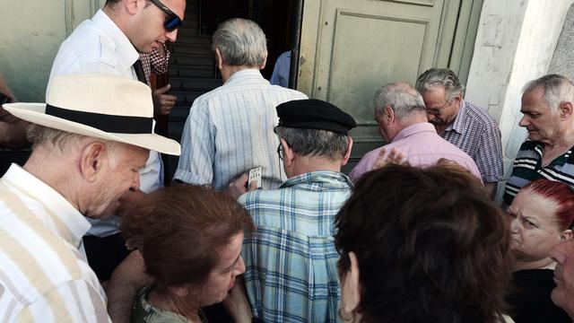 Het nieuws van 20 juli: Grieken massaal naar de bank