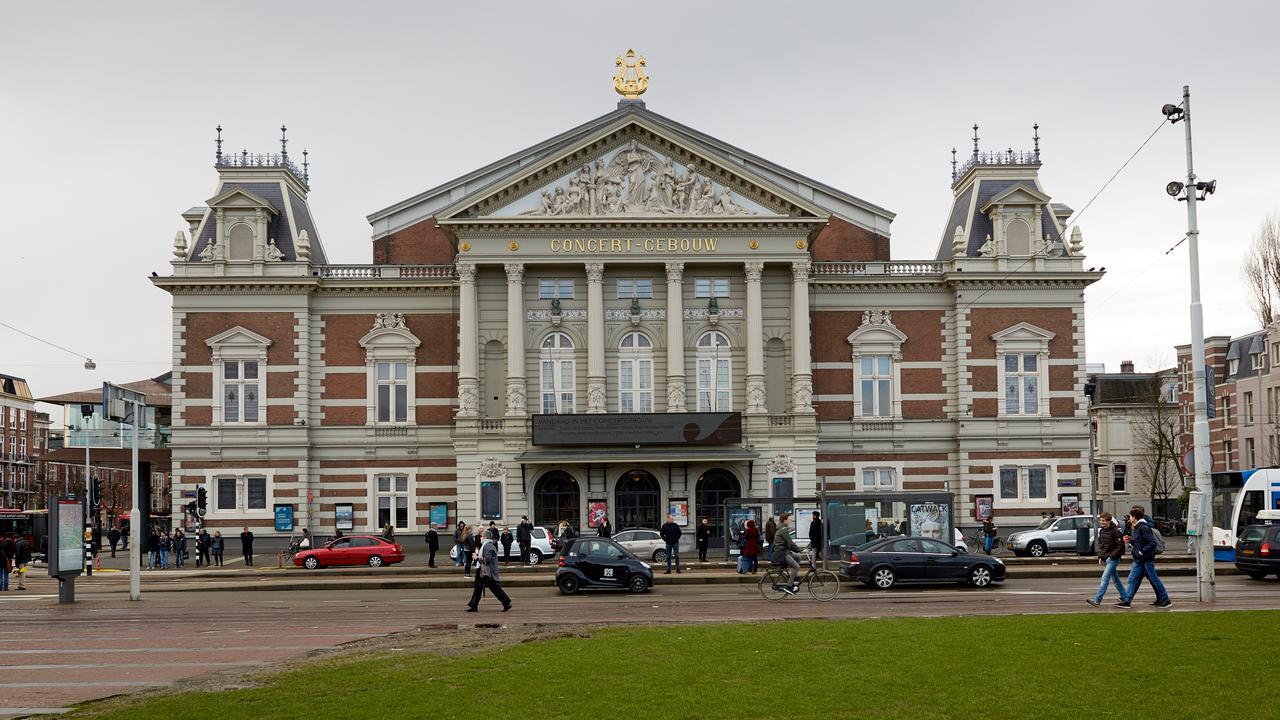 Technofeest Concertgebouw vroegtijdig beëindigd door loslatende sierlijst