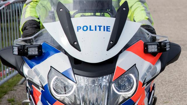 Man in Rotterdam springt van vierhoog naar beneden op vlucht voor politie
