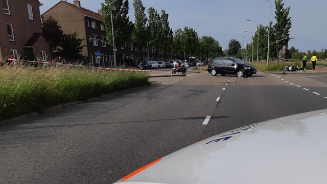 Motorrijder zwaargewond bij aanrijding Prins Bernhardlaan