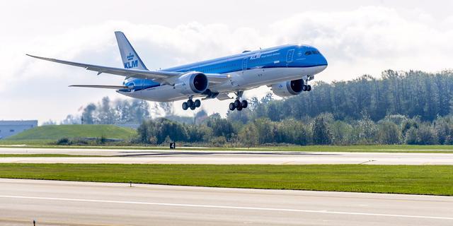 Eerste KLM-Dreamliner geland op Schiphol
