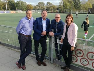 Voetbalclub ARC draagt één van de velden over aan de Alphense hockeyclub