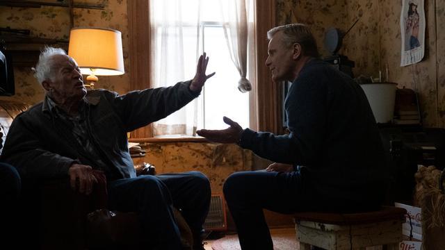 Lance Henriksen (links) speelt in Falling de koppige vader van Viggo Mortensen (rechts).