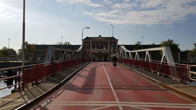 Tijdelijke vervanger voor Stationsbrug in gebruik genomen