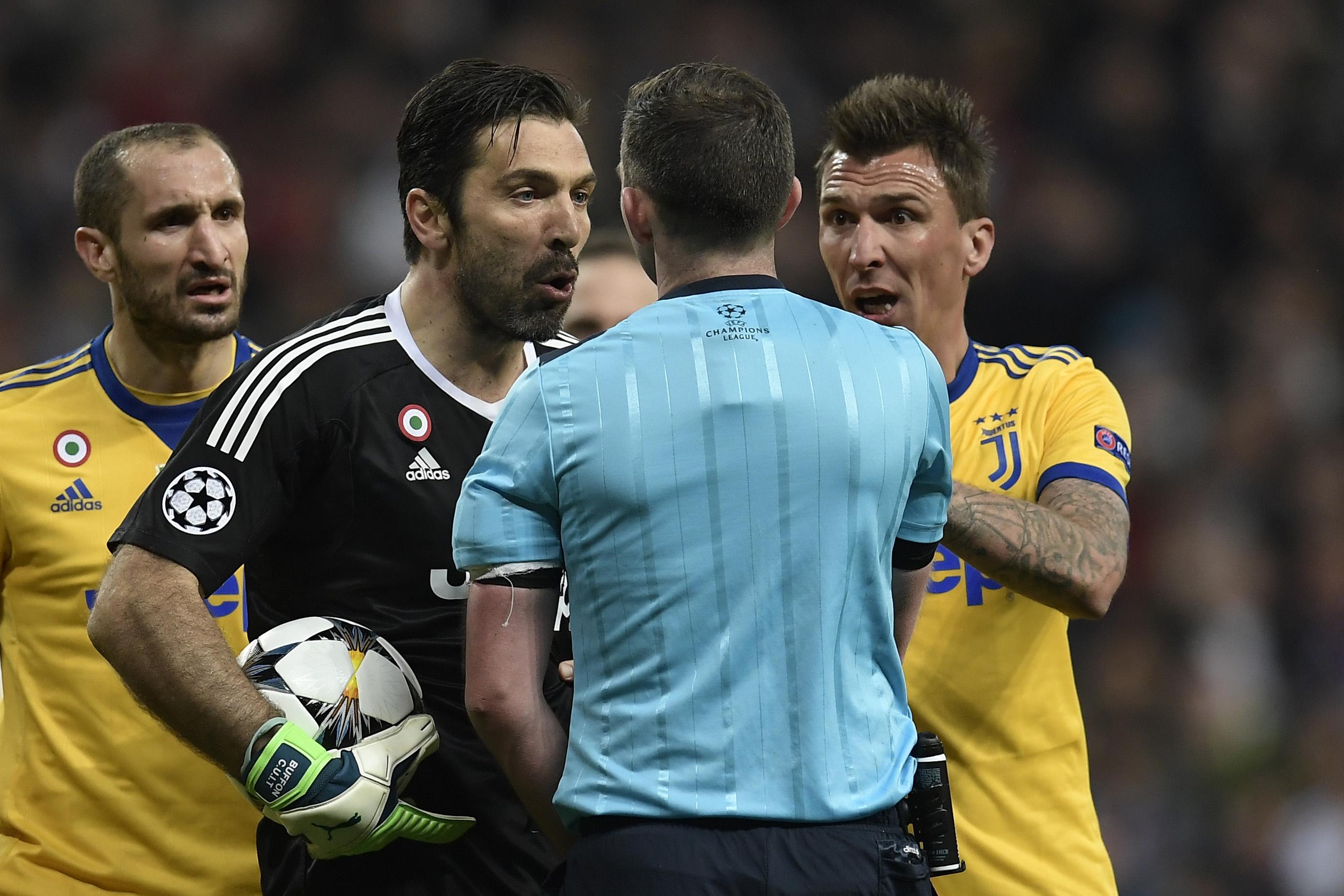 Buffon drie Europese duels geschorst na harde kritiek op arbiter
