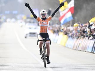 Pieters en Van Vleuten zorgen voor volledig Nederlands podium