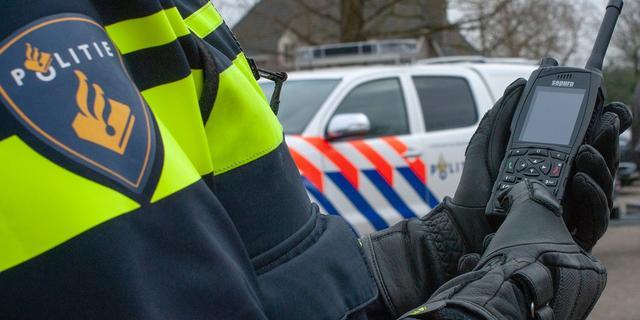 Drie mannen opgepakt na vondst wiet en vuurwapen in woning aan Omloop