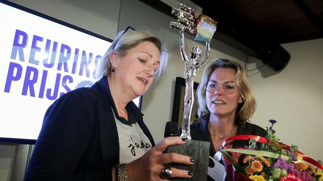 Aardbevingsgedupeerde Annemarie Heite wint Reuringprijs 2017