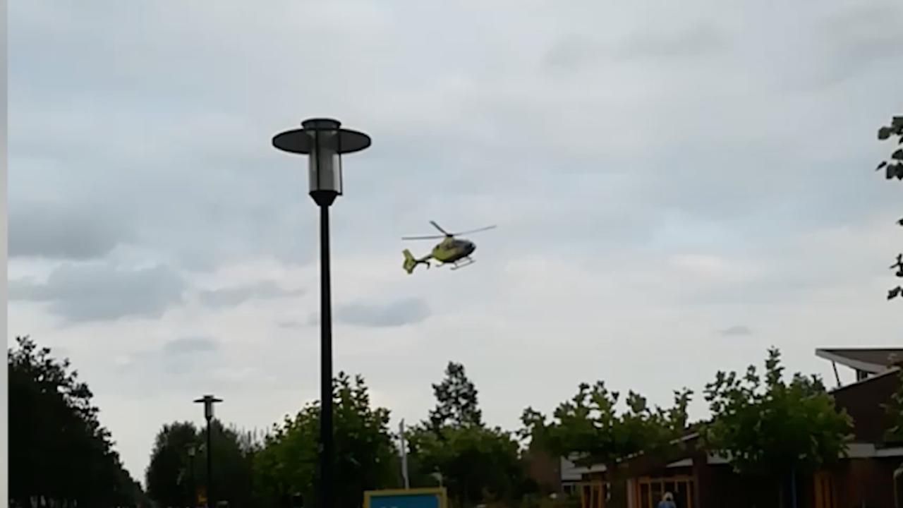 Traumahelikopter landt na busongeluk in Apeldoorn