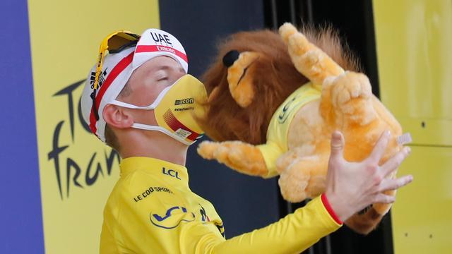 Pogacar kan niet geloven dat hij Tour gaat winnen: 'Ik denk dat ik droom'