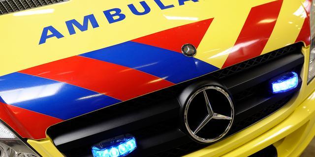 Scooterrijder met onbekend letsel naar ziekenhuis na ongeval in Zuid