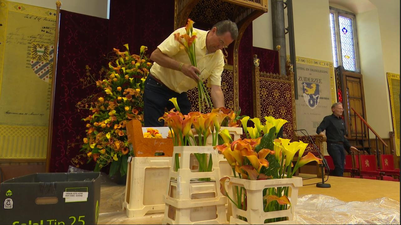 Haagse bloemist versiert Ridderzaal met talloze Calla's