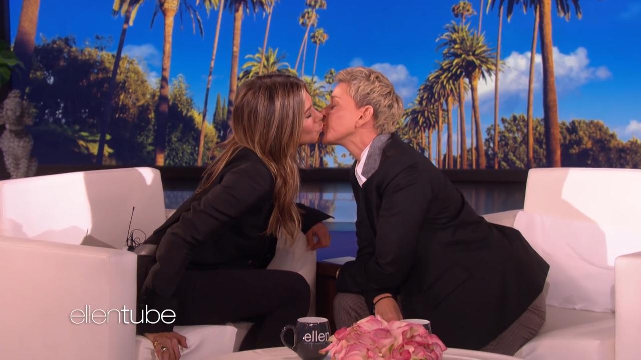 Jennifer Aniston kust Ellen DeGeneres 'uit nieuwsgierigheid'