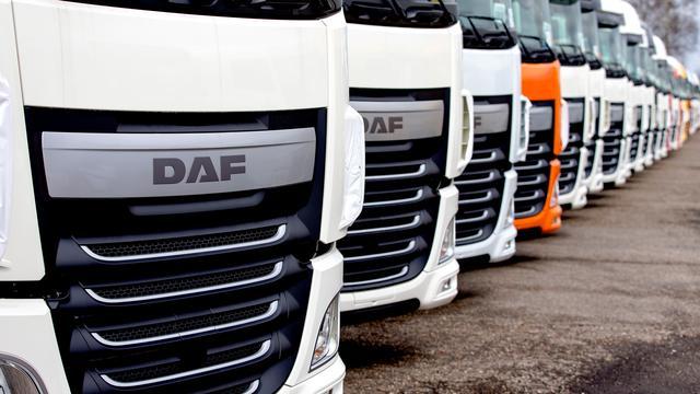 Gewonde bij botsing tussen trucks voor ingang autofabrikant DAF