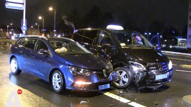 Taxi's beschadigd bij aanrijding in Noord