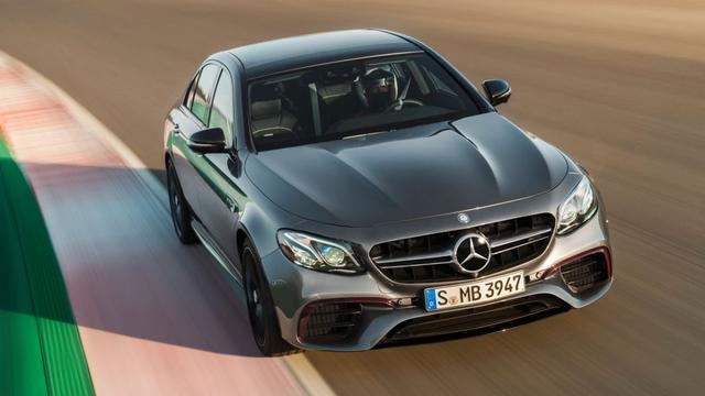 Mercedes-AMG E63 zet BMW M5 in schaduw