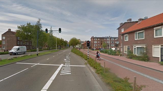 Scooterrijdster gewond na aanrijding Willem de Zwijgerlaan