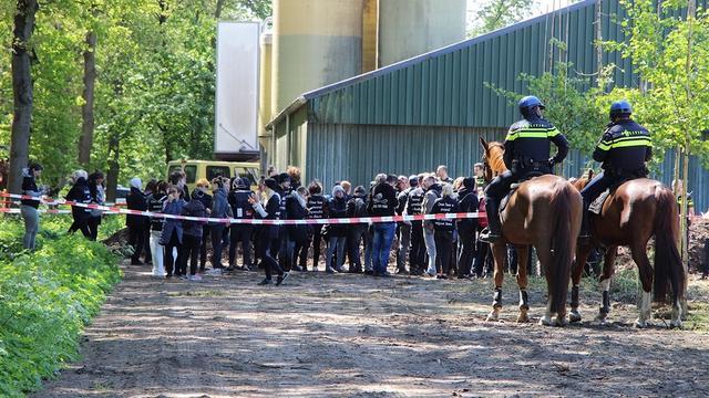 Dierenactivisten bezetten boerderij in Boxtel, tegenactie van boeren