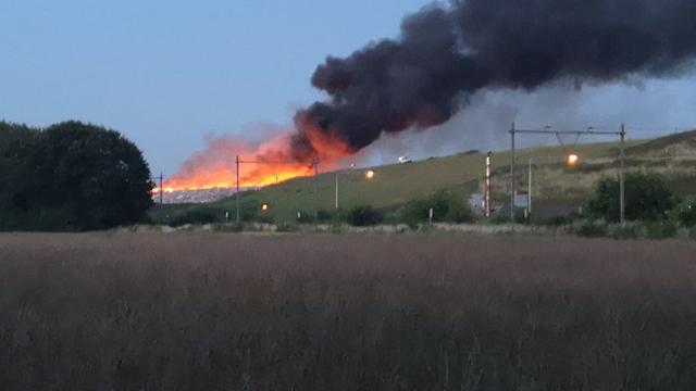 Grote brand in afvalberg in Bergen op Zoom