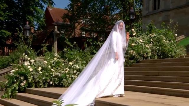 Meghan Markle loopt naar altaar