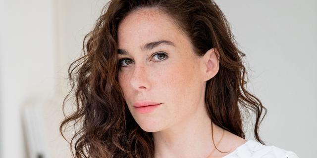 Halina Reijn (43) bezig met rijbewijs voor opnames serie Red Light