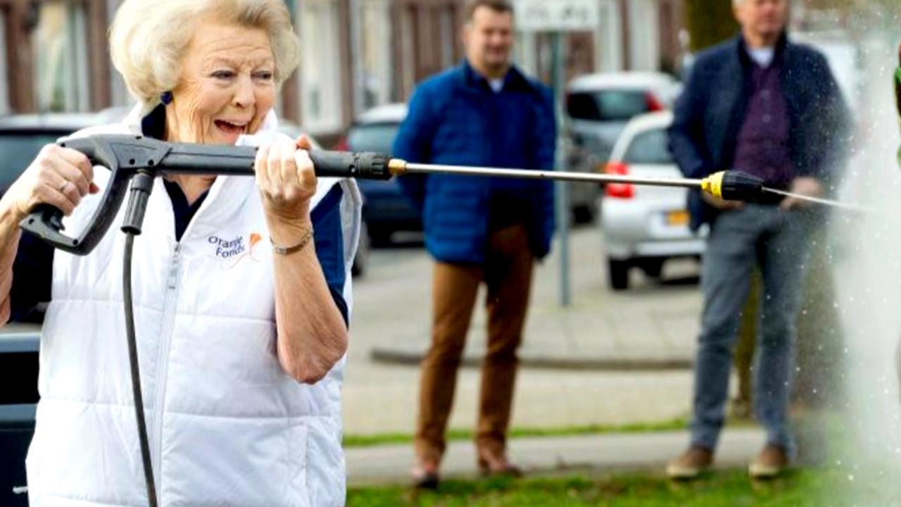 Foto van Prinses Beatrix voer voor grappenmakers