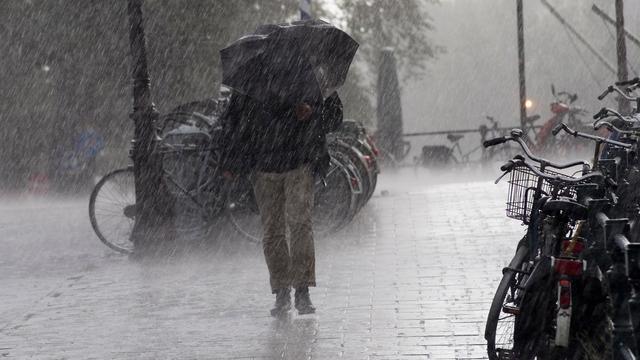 Hevige regenval zorgt voor wateroverlast in verschillende Zeeuwse plaatsen