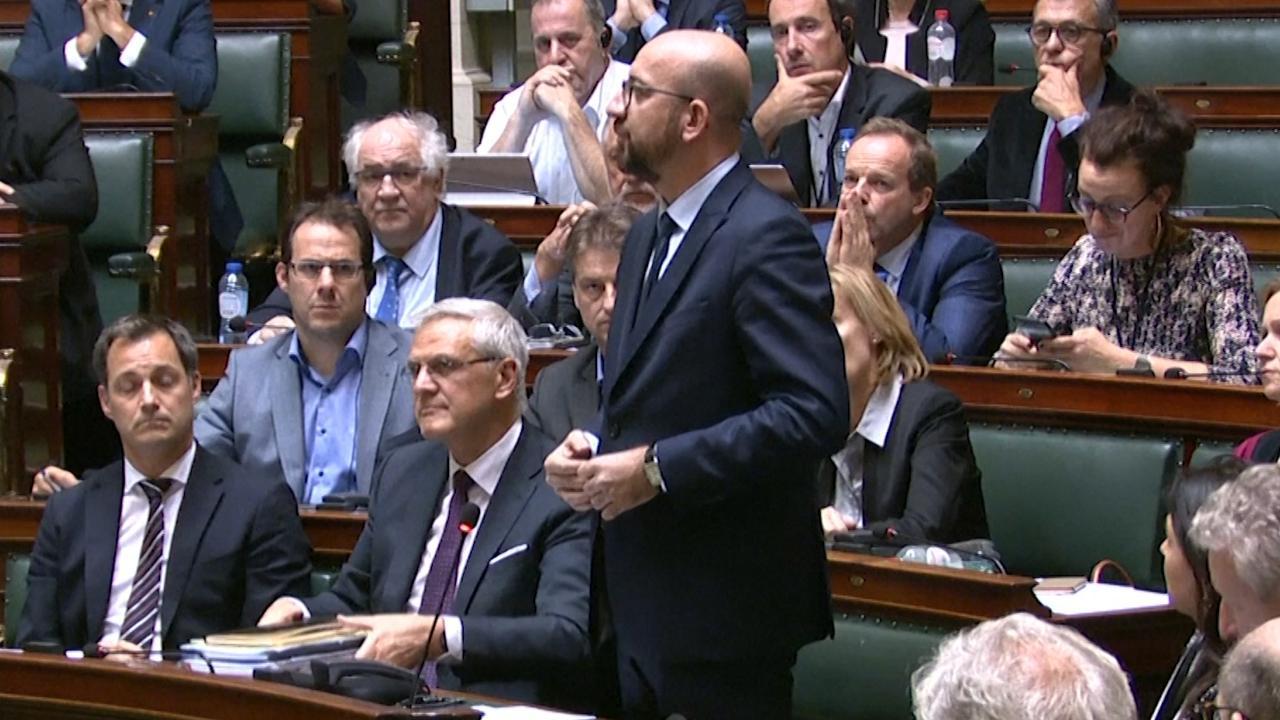 Premier Michel kondigt ontslag aan in Belgisch parlement