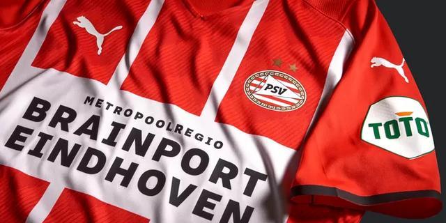 PSV onthult het nieuwe thuisshirt voor komend seizoen, dat grotendeels rood is