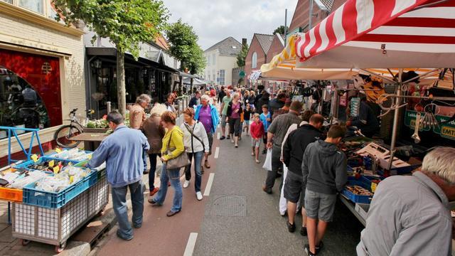 Kunstwerk 'Being there' in Oostkapelle vrijdag onthuld