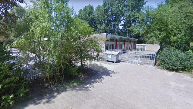 Leerlingen door verwarde vrouw bedreigd op basisschool Amsterdam Noord