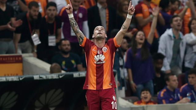 Scorende Sneijder dicht bij titel met Galatasaray na zege in topper